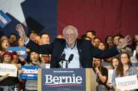 Sanders abre brecha con sus rivales