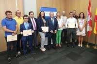 La exconsejera de Economía y Hacienda, Pilar del Olmo, y el expresidente de CLH, José Luis López, durante la entrega de los V Premios CHL a las mejores iniciativas en el marco del 'VIII Programa ADE 2020, Aceleradora de Proyectos Empresariales' en 20