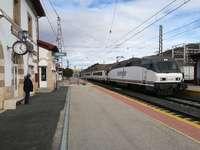 En Briviesca paran diariamente una decena de ferrocarriles, cinco por cada sentido, a excepción de los fines de semana.