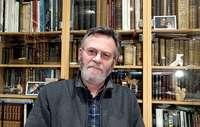 El autor, José Antonio Abella, ejerció como médico en Bañuelos de Bureba de 1979 a 1983.