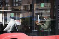 El PP pide que los autobuses recuperen la frecuencia normal