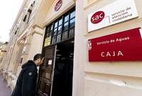Un vecino accede al Servicio de Atención Ciudadana de la Plaza España.