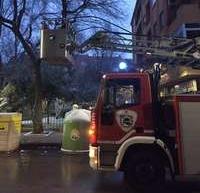 Los bomberos rescataron a una mujer encerrada en su balcón