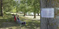 El Ayuntamiento ha distribuido carteles para informar a los bañistas de normas y recomendaciones, como que no se reúnan grupos con más de 15 personas.