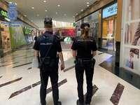 Policía informa al comercio sobre higiene y protección