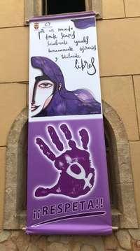 Pancarta con la imagen realizada por la ilustradora Iris Serrano.