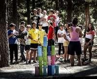 Un grupo de menores participa en un campamento de verano.