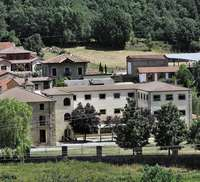 Edificio que ubicaba el campamento de Salduero (Soria) donde se han detectado varios positivos por coronavirus.