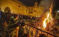 Por San Antón, llamas lentas