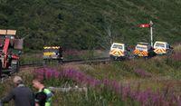 Al menos tres muertos al descarrilar un tren en Escocia