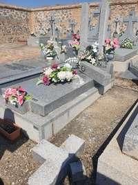 Nuevo robo de crucifijos en el cementerio de Azucaica