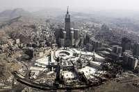 Un saudí estrella su coche contra la Gran Mezquita de La Meca