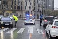 Dos policias realizan un control en Burgos