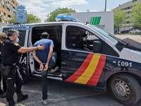 Detenidos por golpear a un hombre y usar su tarjeta bancaria