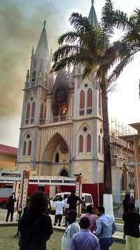 Un incendio destruye parte de catedral de Malabo
