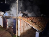 Nave industrial arrasada por las llamas en Piñel.