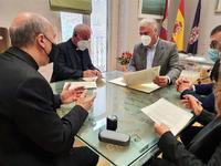 Momento de la firma del convenio entre José Luis Vega y Atilano Rodríguez.