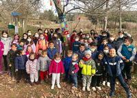 La iniciativa ha venido muy bien para hacer una ruta de senderismo con los escolares del colegio La Demanda de la localidad y disfrutar de la decoración.