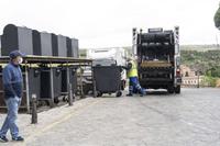 Trabajos de recogida de residuos sólidos urbanos.