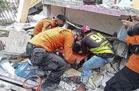 Al menos 34 muertos tras un fuerte seísmo en Indonesia