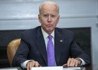 Biden hace frente al repunte de la violencia con armas