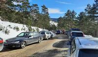 Quejas por el caos de aparcamientos en las Lagunas de Neila