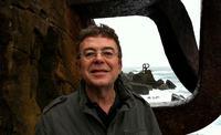 El escritor de guiones de cine y televisión lleva más de 20 años trabajando con el director Enrique Urbizo.