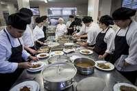 Imagen de archivo de un curso de cocina, materia incluida en el programa.