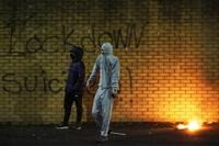 14 policías heridos en una nueva noche de violencia en Irlanda