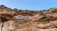 Pancarta de protesta desplegada en agosto en la Sierra del Cuchillo.