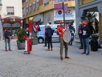 Los bomberos de Aranda se manifestaron de manera ruidosa a las puertas del Ayuntamiento.
