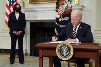 Biden revoca la ley que impedía la entrada de migrantes a EEUU
