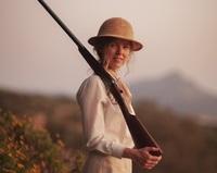 Fotografía facilitada por la distribuidora Begin Again de Christina Rosenvinge caracterizada como Karen Blixen en