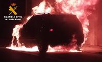 Incendio presuntamente provocado en un vehículo en La Roda.