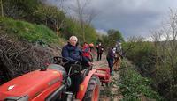 Agustín, Begoña, Pilar, Teresa y José (de izq. a dcha.) se reúnen un par de veces a la semana para realizar los trabajos de adecuación del sendero Fuentemedina.