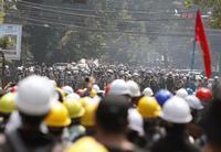 Al menos 18 muertos en nuevas protestas civiles en Birmania
