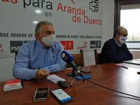 El portavoz municipal del PSOE en Aranda, Ildefonso Sanz, con el procurador Luis Briones.