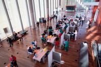Punto de vacunación masiva situado en el Centro Cultural Miguel Delibes, en Valladolid.