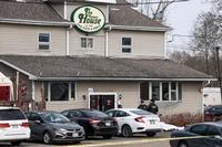 Al menos tres muertos en un tiroteo en un bar de Wisconsin