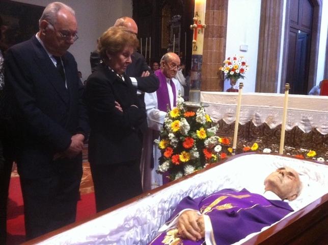 Entierro de monseñor Felipe Fernández