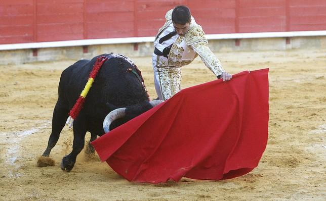 Castaño no quiso perderse su vuelta a Palencia y toreó de la forma que se aprecia. / fotos: Óscar Navarro