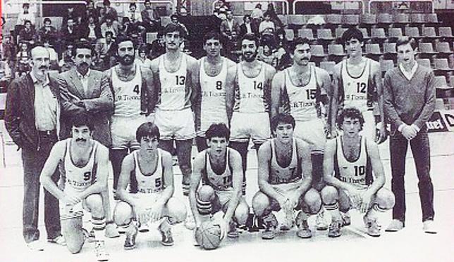 Jugadores y cuadro técnico del Tizona, que ascendió a Primera B la primera semana de mayo de 1984. Archivo DB