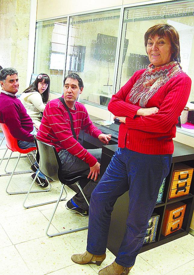 María Luisa García, maestra jubilada. «Doy informática a los que tienen más dificultades». M.J.F.