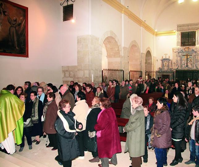 Cientos de personas veneraron las reliquias de San Blas. Fotos Eli