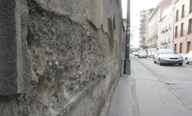 Detalle de una parte del muro con desprendimientos.  Jonathan Tajes