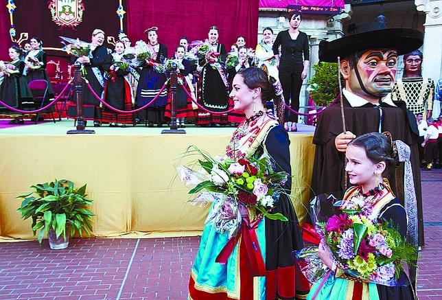 Beatriz de la Fuente y Carla Valverde lucieron los trajes de amas de cría.
