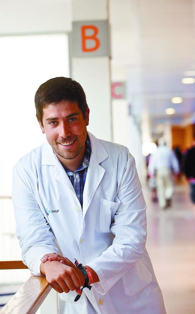 Víctor Mato Jimeno, en los pasillos del Hospital Universitario de Burgos.