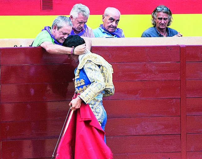 Heredia brindando al director de 'Diario Palentino' y 'La 8', Carlos M. Santoyo.