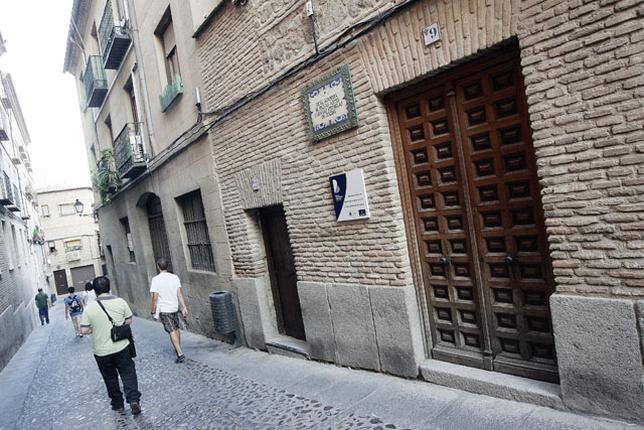 La Real Academia de Bellas Artes y Ciencias Históricas de Toledo, futura medalla de oro, fue fundada el día 11 de junio de 1916 por un grupo selecto de profesores de Historia y Artes.