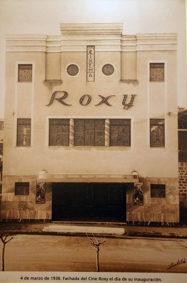 Fachada del cine Roxy el día de su inauguración, el 4 de marzo de 1936. El Día